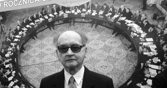 Jak poinformowała szefowa prezydenckiego biura prasowego Joanna Trzaska-Wieczorek, przed podjęciem jakichkolwiek działań, co do pogrzebu Wojciecha Jaruzelskiego konieczne jest poznanie woli rodziny. Generał zmarł dziś w szpitalu w Warszawie. Miał 91 lat.