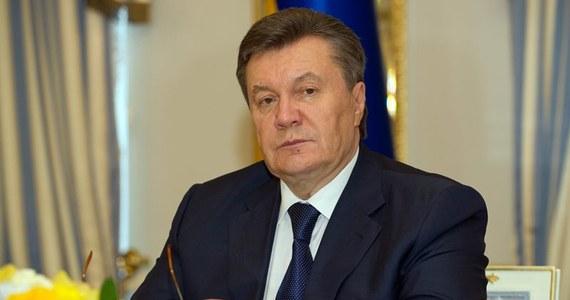Odsunięty od władzy prezydent Ukrainy Wiktor Janukowycz powiedział, że uszanuje wyniki niedzielnych wyborów prezydenckich. Złożył taką deklarację w specjalnym oświadczeniu wydanym w Rostowie nad Donem, na południu Rosji, gdzie w lutym schronił się po ucieczce z Ukrainy.