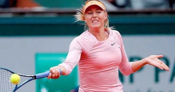 Maria Szarapowa awansowała do drugiej rundy wielkoszlemowego turnieju tenisowego na kortach ziemnych im. Rolanda Garrosa w Paryżu. Rozstawiona z numerem siódmym Rosjanka w poniedziałek pokonała swoją rodaczkę Ksenię Perwak 6:1, 6:2.