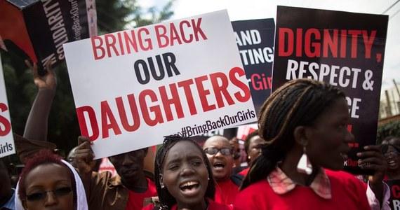 Władze Nigerii w ostatnim momencie odwołały wymianę porwanych nastolatek za członków terrorystycznej organizacji Boko Haram. 14 kwietnia islamiści porwali ponad 300 uczennic z gimnazjum z internatem w miejscowości Chibok w odludnym regionie Nigerii. Wkrótce potem kilkudziesięciu dziewczętom udało się uciec.