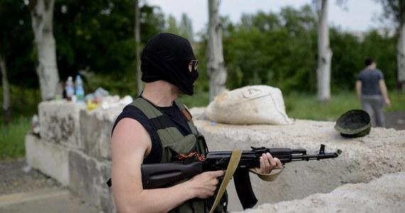 Ukraińska milicja zablokowała ruch na drogach dojazdowych do Doniecka, gdzie w poniedziałek wieczorem wciąż trwają walki między prorosyjskimi separatystami a siłami antyterrorystycznymi MSW i armii.
