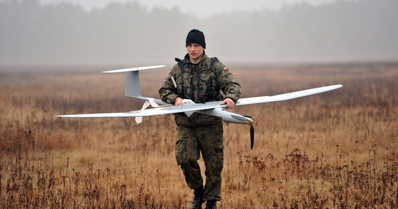 """Będziemy wydawać nawet 800 milionów złotych rocznie na drony i inne bojowe roboty – pisze """"Rzeczpospolita"""". To element trzeciej fali inwestycji modernizujących armię."""