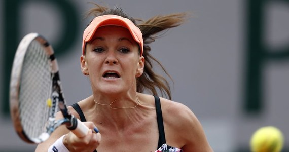 Rozstawiona z numerem trzecim Agnieszka Radwańska w drugiej rundzie wielkoszlemowego turnieju tenisowego Roland Garros w Paryżu, zmierzy się z Karoliną Pliskovą. Czeszka na otwarcie pokonała w poniedziałek Francuzkę Mathilde Johansson 6:1, 7:6 (7-5).