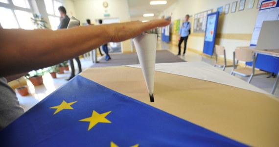 Platforma Obywatelska dostała w eurowyborach 32,13 proc. głosów - podała Państwowa Komisja Wyborcza. Prawo i Sprawiedliwość poparło 31,78 proc. głosujących.