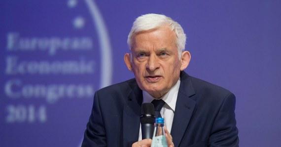 Jerzy Buzek z ponad 250 tys. głosów poparcia, Danuta Huebner z ponad 225 tys. głosów i Bogdan Zdrojewski, na którego głosowało 160 tys. osób – to kandydaci, którzy zebrali największe poparcie w niedzielnych eurowyborach. Po ogłoszeniu całkowitych wyników głosowania okazało się, że Platforma minimalnie wyprzedziła PiS, ale obie partie zdobyły tyle samo mandatów.