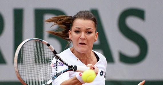 Agnieszka Radwańska wygrała z Czeszką Karoliną Pliskovą w drugiej rundzie wielkoszlemowego turnieju na kortach ziemnych Rolanda Garrosa w Paryżu. Wcześniej, po bardzo zaciętym pojedynku Jerzy Janowicz pokonał Fina Jarkko Nieminena 7:6 (7-4), 7:6 (7-4), 6:4 i awansował do trzeciej rundy. Tym samym łodzianin powtórzył swój najlepszy wynik w wielkoszlemowej imprezie w Paryżu.