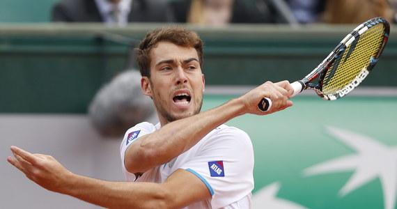 Jerzy Janowicz przegrał 4:6, 4:6, 3:6 z Francuzem Jo-Wilfriedem Tsongą (13.) w trzeciej rundzie wielkoszlemowego turnieju Rolanda Garrosa. Mecz trwał dwie godziny. Teraz rywalem Francuza będzie słynny Serb Novak Djoković, który pokonał Chorwata Marina Czilicia 6:3, 6:2, 6:7 (2-7), 6:4.