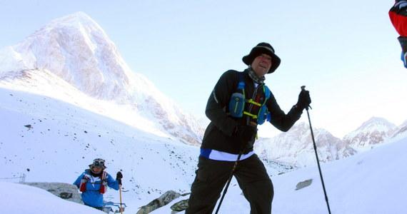 Robert Celiński, który zwyciężył w kategorii obcokrajowców najbardziej ekstremalnego biegu na świecie jakim jest Tenzing Hillary Everest Marathon przyznał po zejściu z gór, że w torowaniu drogi w śniegu stracił przed startem wiele energii. W 12. edycji zawodów sukces z 2011 roku powtórzył Szerpa Sudipa Kulunga. Wystartowała rekordowa liczba 136 zawodników, w tym 40 Nepalczyków.
