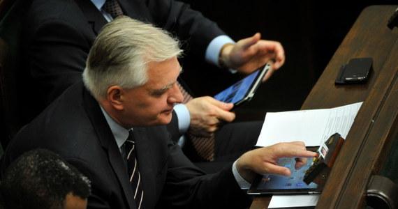 """""""Platforma Obywatelska jest przesuwana przez Donalda Tuska w kierunku typowej socjaldemokracji, to jest partia centrolewicowa"""" - stwierdził były minister sprawiedliwości Jarosław Gowin. Dodał, że jego formacja - Polska Razem, która nie przekroczyła progu w eurowyborach - będzie dalej działać samodzielnie."""