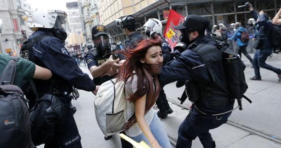 Turecka policja użyła w sobotę gazu łzawiącego, by rozpędzić demonstrantów, którzy w centrum Stambułu próbowali upamiętnić rocznicę rozpoczęcia największych od dziesięcioleci antyrządowych protestów. Na ulicach prowadzących do placu Taksim zebrało się kilkaset osób.