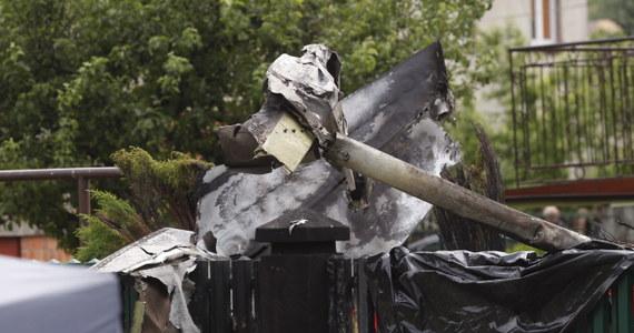 Zbyt mała prędkość i zbyt niski pułap lotu mogły przyczynić się do sobotniej katastrofy awionetki w Bielsku-Białej. Takie są wstępne ustalenia dotyczące wypadku, w którym zginęły dwie osoby. Zdaniem specjalistów w czasie lotu mogło dojść do tzw. przeciągnięcia - silnik gwałtownie traci wtedy moc, a maszyna może spadać i przez chwilę być niesterowna.