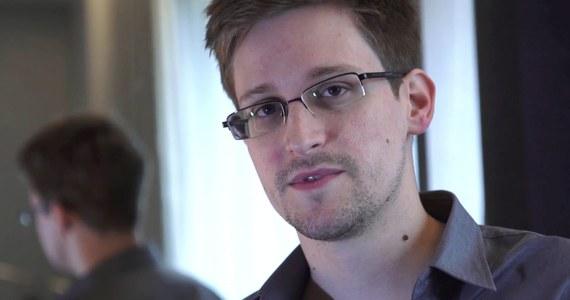 """""""Ciężko żyje się daleko od rodziny, gdy nie można wrócić do domu albo uczestniczyć w życiu społecznym"""" – stwierdził Edward Snowden w wywiadzie dla brazylijskiej telewizji Globo News. Zapewnił, że jest zadowolony z dotychczasowego pobytu w Rosji, gdzie może mieszkać przez dwa miesiące. """"Jeżeli Brazylia zaoferowałaby mi azyl, byłbym bardziej niż szczęśliwy, mogąc go przyjąć"""" – stwierdził."""