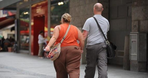Adenowirus 36 – dość powszechny patogen wywołujący zwykle objawy podobne do przeziębienia – może być współodpowiedzialny za epidemię otyłości – sugerowali naukowcy podczas Europejskiego Kongresu Otyłości w Sofii - donosi portal medexpress.pl.