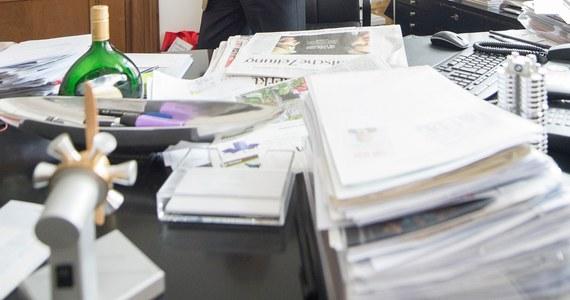 """Trzej serbscy naukowcy oskarżają ministra spraw wewnętrznych tego kraju Nebojszę Stefanovicia o splagiatowanie pracy doktorskiej. Badacze żądają dymisji polityka. Twierdzą, że jego praca nie spełnia """"choćby minimalnych standardów"""" i zawiera """"zdumiewająco niewiele przypisów""""."""