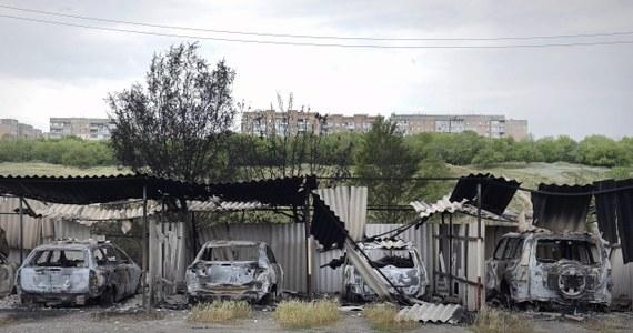 Gubernator obwodu rostowskiego, na południu Rosji, Wasilij Gołubiew wprowadził stan wyjątkowy w 15 rejonach graniczących z obwodem donieckim i ługańskim na wschodzie Ukrainy. Powodem – jak twierdzi – jest dużego napływu uchodźców ze stref trwających tam działań wojennych. Ukraińska Straż Graniczna zdementowała informacje o napływie uchodźców.