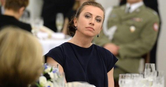 """""""Justyna Kowalczyk trzymała swoje problemy w ścisłej tajemnicy. Dwukrotna mistrzyni olimpijska o tym, że była w ciąży i poroniła nie powiedziała nawet mamie"""" - pisze """"Fakt"""". """"Wzięła wszystko na siebie, by chronić rodziców"""" - podkreśla."""