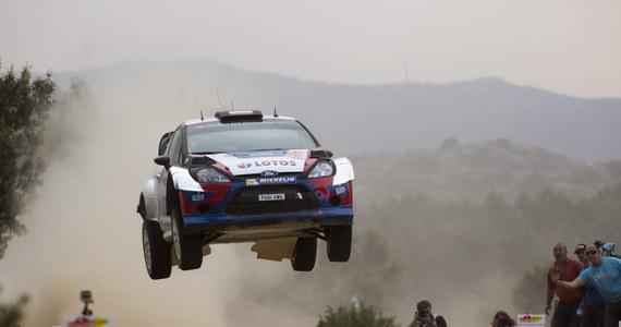 Robert Kubica (Ford Fiesta WRC) i jego pilot Maciej Szczepaniak zajmują piąte miejsce po pierwszej dzisiejszej pętli Rajdu Włoch na Sardynii, który jest szóstą rundą samochodowych mistrzostw świata. Prowadzi Fin Jari-Matti Latvala (VW Polo WRC).
