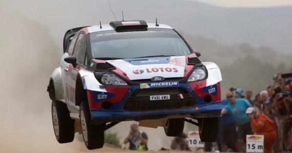 Robert Kubica z pilotem Maciejem Szczepaniakiem (Ford Fiesta WRC) urwali przednie, prawe koło i nie ukończyli 12. odcinka Rajdu Włoch, 6. rundymistrzostw świata. Liderem jest Francuz Sebastien Ogier (VW Polo WRC).