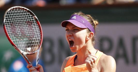 Agnieszka Radwańska spadła z trzeciej na czwartą lokatę w rankingu WTA Tour. Polska tenisistka musiała ustąpić miejsca Rumunce Simonie Halep, która dotarła w minionym tygodniu do finału wielkoszlemowego turnieju na kortach im. Rolanda Garrosa. Prowadzi wciąż Amerykanka Serena Williams.