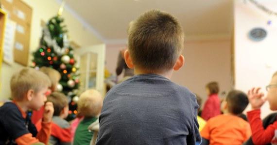 """Troje dzieci umiera co tydzień w Niemczech na skutek stosowania przemocy czy zaniedbania przez rodziców – wylicza """"Die Welt"""", powołując się na źródła policyjne. Ze statystyk wynika, że wzrosła liczba przypadków znęcania się nad małoletnimi."""