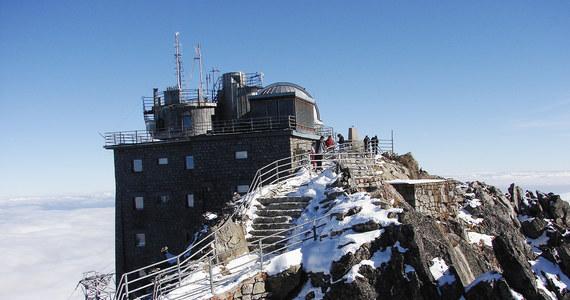 Po ponad siedmiu miesiącach w słowackich Tatrach znów dostępne są wszystkie szlaki turystyczne. Wczoraj oficjalnie zakończył się sezon zimowy u naszych sąsiadów i od dzisiaj znów można wędrować trasami powyżej schronisk.