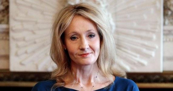 Policja w Szkocji prowadzi dochodzenie w sprawie obraźliwych komentarzy pod adresem J. K. Rowling, autorki książek o Harrym Potterze. Pojawiły się one w internecie po przekazaniu przez pisarkę miliona funtów na rzecz kampanii za pozostaniem Szkocji w Zjednoczonym Królestwie.