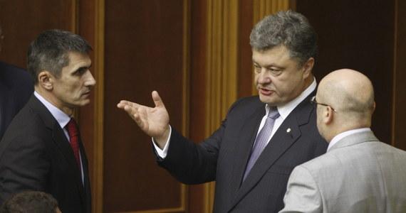 Prezydent Ukrainy Petro Poroszenko zapowiedział, że jego plan pokojowego uregulowania kryzysu na wschodzie kraju, gdzie trwają walki z prorosyjskimi bojownikami, zostanie zaprezentowany w piątek. Fragmenty tego planu Poroszenko przedstawił w czwartek wieczorem, podczas spotkania z władzami obwodów donieckiego i ługańskiego, gdzie trwa prorosyjska rebelia.