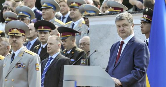 Prezydenci Rosji i Ukrainy, Władimir Putin i Petro Poroszenko, rozmawiali przez telefon o zawieszeniu broni na wschodzie Ukrainy - poinformował rzecznik Kremla Dmitrij Pieskow. Do rozmowy doszło z inicjatywy strony ukraińskiej.