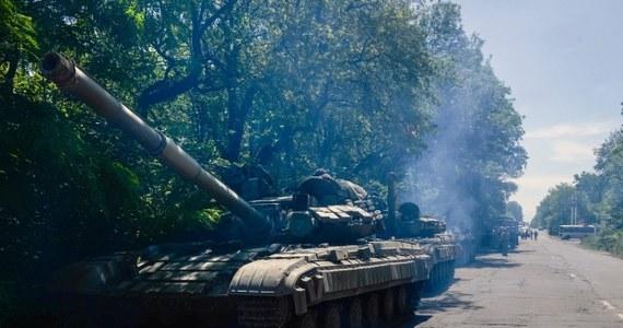 """""""Wstępna analiza"""" ogłoszonego przez ukraińskiego prezydenta Petra Poroszenkę planu wykazała, że nie jest to """"zaproszenie do pokoju i rozmów"""", lecz """"ultimatum wobec powstańców na południowym wschodzie Ukrainy, by złożyli broń"""" – oświadczył Kreml. """"Na razie brakuje głównego elementu: propozycji rozpoczęcia negocjacji pokojowych"""" – uważa administracja Władimira Putina."""