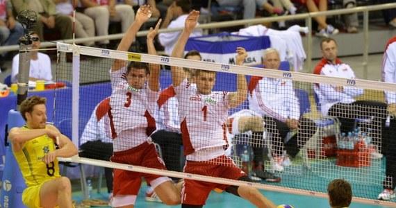 15 tysięcy kibiców dopingowało w Krakowie biało-czerwonych siatkarzy w pojedynku Ligi Światowej z Brazylią. Polscy siatkarze wygrali 3:1 (25:20, 25:21, 28:30, 25:20) w meczu Ligi Światowej i utrzymali drugie miejsce w tabeli grupy A. Rewanż zaplanowany jest na niedzielę w Bydgoszczy.