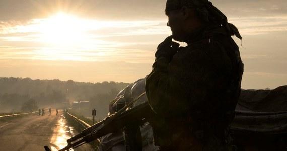 Ponad 80 ukraińskich pograniczników w nocy z piątku na sobotę przekroczyło granicę z Rosją w czasie boju z prorosyjskimi separatystami na przejściu granicznym Izwarino, w obwodzie ługańskim - poinformowała agencja Interfax.