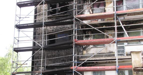 Na ćwierć miliona złotych wstępnie wyceniono bilans strat po nocnym pożarze wieżowca w Bytomiu. Ponad 60 ewakuowanych lokatorów wróciło już do swoich mieszkań.