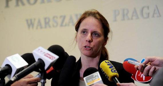 Dwie osoby zatrzymano w związku z aferą podsłuchową. Zostaną one przesłuchane jako podejrzani w środę - powiedziała Renata Mazur z Prokuratury Okręgowej Warszawa-Praga. Wcześniej Konrad L., kelner z restauracji Amber Room w Pałacu Sobańskich w Warszawie, usłyszał zarzut używania nielegalnego podsłuchu. Nie był zatrzymany, sam zgłosił się do prokuratury, gdzie został przesłuchany jako podejrzany.