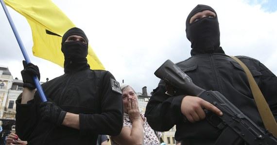 Co najmniej 11 funkcjonariuszy ukraińskich sił bezpieczeństwa zginęło we wschodnich obwodach, mimo że dzień wcześniej prorosyjscy separatyści zgodzili się na rozejm. Tak wynika z danych przekazanych przez rzecznika sił rządowych Władysława Selezniowa. Co najmniej trzech żołnierzy zostało rannych.