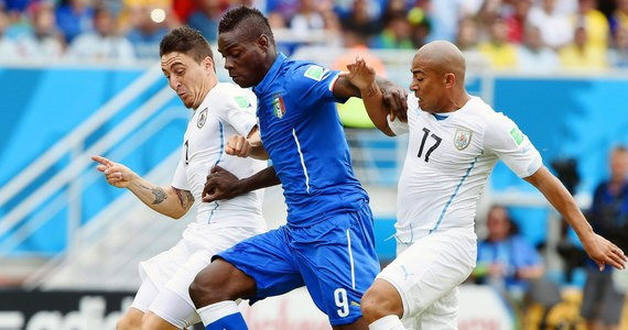 """Włosi przegrali z Urugwajem 0:1 i pożegnali się z mistrzostwami w Brazylii. """"Azzurrim"""" do awansu wystarczał remis, ale nie zdołali utrzymać bezbramkowego rezultatu do ostatniego gwizdka. W 81. minucie dość szczęśliwie piłkę do siatki skierował plecami Diego Godin, po dośrodkowaniu z rzutu rożnego."""