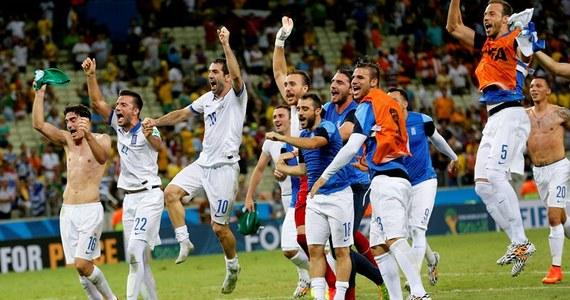 Piłkarze Grecji awansowali do 1/8 finału mistrzostw świata, pokonując po dramatycznym meczu w Fortalezie Wybrzeże Kości Słoniowej 2:1. Podopiecznym Fernando Santosa, zajmującym przed ostatnią kolejką spotkań ostatnie miejsce w grupie C, pomogli też Kolumbijczycy, którzy w tym samym czasie w Cuiabie wygrali z Japonią 4:1.