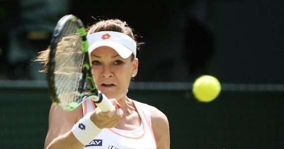 Agnieszka Radwańska awansowała do 3. rundy wielkoszlemowego turnieju na trawiastych kortach w Wimbledonie. Polka, rozstawiona z numerem 4, pokonała Australijkę Casey Dellacque w dwóch setach - 6:4, 6:0.