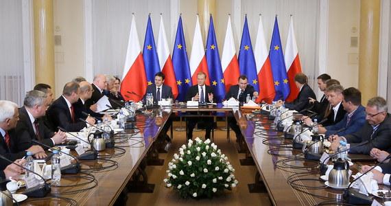 Następne spotkanie z premierem powinno być rozstrzygające dla przyszłości polskiego górnictwa węgla kamiennego - ocenili szefowie górniczych związków zawodowych po rozmowach z Donaldem Tuskiem. Ma się odbyć za około miesiąc. Po raz ostatni obie strony spotkały się 5 czerwca.
