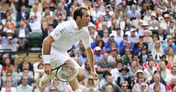 Ze względów bezpieczeństwa kibicom wchodzącym na korty Wimbledonu, na których od poniedziałku toczy się wielkoszlemowy turniej tenisowy, zakazano wnoszenia własnych termosów z gorącą kawą lub herbatą. Według relacji londyńskich mediów, ochroniarze bezpardonowo konfiskują termosy podczas przeszukania toreb i plecaków. Za zakup ciepłego napoju na terenie kortu kibice muszą zaś słono zapłacić: filiżanka kawy kosztuje 2,30 funta, a herbaty - 2,10.