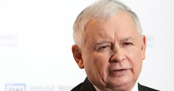 Prokuratura odmówiła wszczęcia śledztwa ws. domniemanego zatajenia przez Jarosława Kaczyńskiego prawdy w oświadczeniach majątkowych z lat 2011-2014. Sprawa dotyczy pożyczki, jaką prezes PiS zaciągnął 2,5 roku temu. Odmówił jednak podania nazwiska swojego wierzyciela.