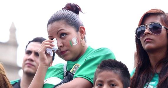 Co to była za niedziela! Poziom emocji ogromny. Holandia wyrywa Meksykowi zwycięstwo w ostatniej chwili. Grecja rzutem na taśmę doprowadza do dogrywki, by przegrać z Kostaryką w karnych. Ja jednak żałuję Meksyku - z trenerem Miguelem Herrerą, superbramkarzem Guillermo Ochoą i niesamowitymi kibicami.