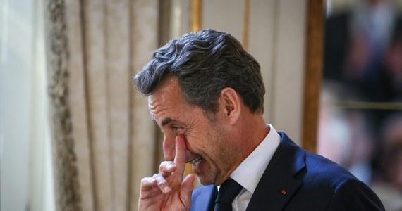 Nicolas Sarkozy trafił do aresztu tymczasowego! Były prezydent Francji został zatrzymany w celu przesłuchania w sprawie domniemanego nadużywania wpływów - poinformowały źródła we francuskim wymiarze sprawiedliwości. Nadsekwańskie media podkreślają, że chodzi o prawny ewenement – po raz pierwszy w historii V Republiki Francuskiej były szef państwa znalazł się w areszcie tymczasowym.