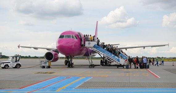 Samolot jest najszybszym sposobem na dotarcie na wymarzone wakacje. Niestety nie zawsze podróż w powietrzu jest szybka i beztroska. Podpowiadamy dziś, jak dochodzić swoich spraw, kiedy przewoźnik ma duże opóźnienia czy zgubi nam bagaż w podróży.