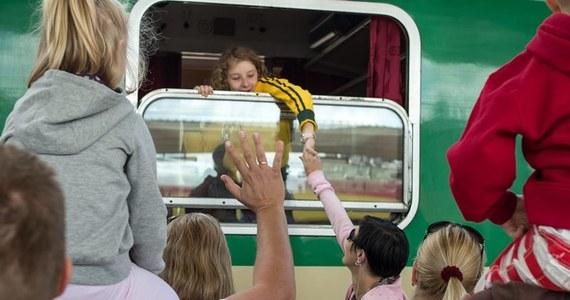 Kupiłeś bilet na pociąg, ale chcesz zmienić plany? Możesz zrezygnować i starać się o zwrot kosztów. Przed podróżą pociągiem warto sprawdzić, jakie prawa mają pasażerowie.