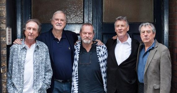 Latający cyrk Monty Pyhtona po prawie 35 latach powrócił na żywo na londyńskiej arenie O2. John Cleese, Eric Idle, Terry Jones, Terry Gilliam i Michael Palin - dziś panowie w wieku od 71 do 74 lat - dadzą w sumie 10 pożegnalnych występów.