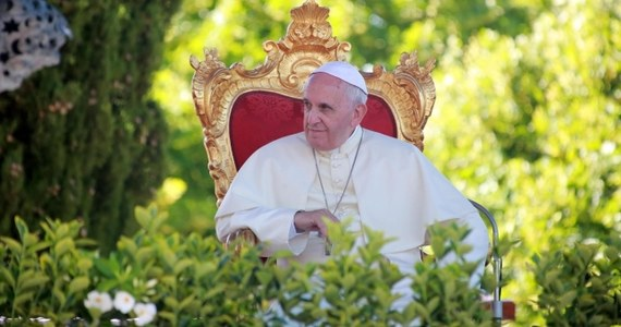 """Papież Franciszek nie planuje w tym roku żadnych wakacji - ujawnił dziennik """"Corriere della Sera"""". Według gazety, na letni wypoczynek nie wybiera się także jego poprzednik, Benedykt XVI."""