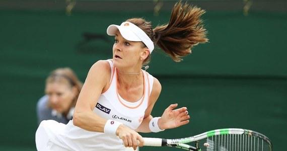 Agnieszka Radwańska spadła z czwartego na piąte miejsce w tenisowym rankingu WTA Tour. Polka została wyprzedzona przez triumfatorkę wielkoszlemowego Wimbledonu Czeszkę Petrę Kvitovą. Liderką jest nadal Amerykanka Serena Williams. Również Jerzy Janowicz zaliczył spadek w rankingu ATP - z 25. na 51. miejsce.