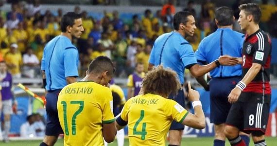 """Brazylijscy dziennikarze w ostrych słowach komentowali porażkę """"Canarinhos"""" w półfinałowym spotkaniu z Niemcami. """"Historyczna kompromitacja"""" - głosił nagłówek portalu uol.com.br. """"To największa porażka Brazylii w historii mistrzostw świata. Kibice bili brawo tylko Niemcom, tylko dla nich rozbrzmiewało tego dnia Ole"""" - podsumował serwis globo.com."""