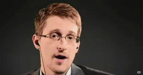 Były współpracownik służb specjalnych USA Edward Snowden chce przedłużyć prawo swojego pobytu w Rosji. Informację przekazał jego rosyjski adwokat. Snowden ścigany jest w USA za ujawnienie tajnych informacji o inwigilacji obywateli.