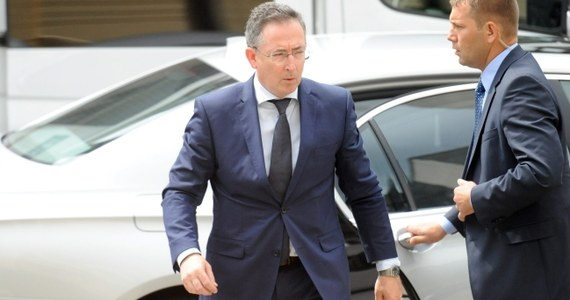 """""""Bartłomiej Sienkiewicz przekonał większość posłów PSL, którzy mieli wątpliwości, a czy przekonał każdego, będzie wiadomo w trakcie piątkowego głosowania""""- powiedział szef klubu PSL Jan Bury po spotkaniu klubu ludowców z szefem MSW. Dodał, że Sienkiewicz  przeprosił posłów """"za swoje ewentualne niecne wypowiedzi"""" z opublikowanej przez """"Wprost"""" rozmowy z Markiem Belką."""